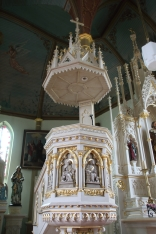 Elevated pulpit
